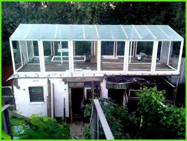 Теплица на крыше сарая