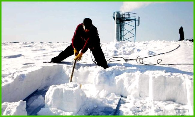 как убрать снег с теплицы видео